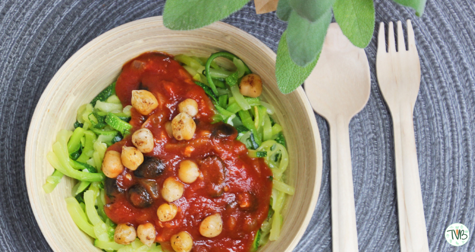 Zoodles mit Tomaten-Oliven Sauce #vegan