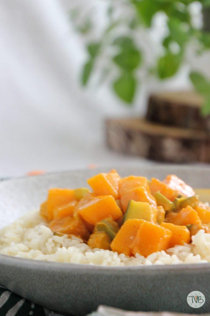 Herbstliches Curry vegan mit Kürbis und Kichererbsen, Zucchini, Paprika, vegetarisch