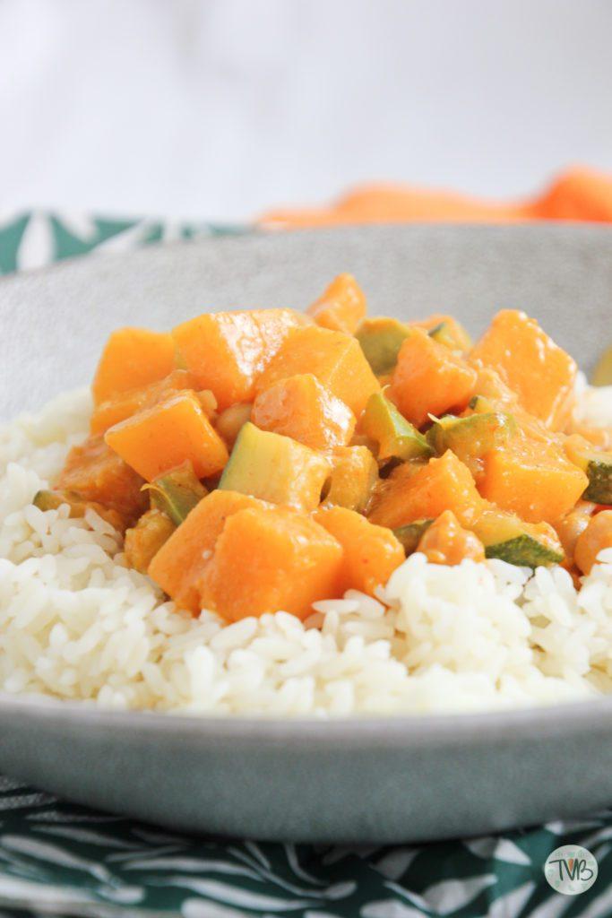 Herbstliches Curry vegan mit Kürbis und Kichererbsen