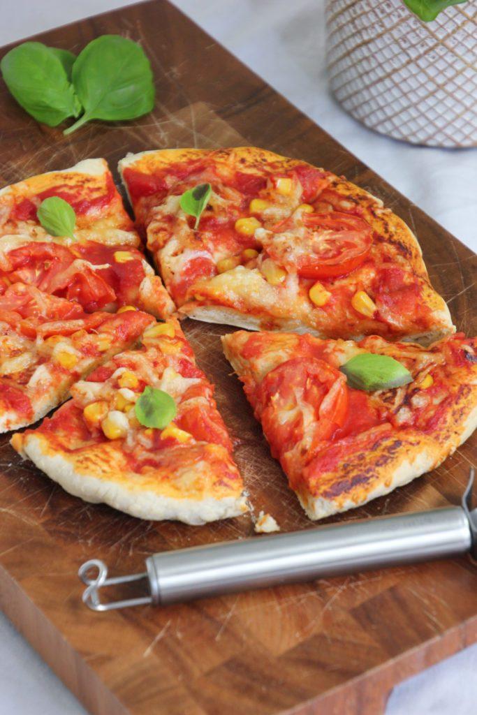 Veggie Pizza aus dem Airfryer Philips, vegan, Gemüse, Mais, Toamte, pflanzlich