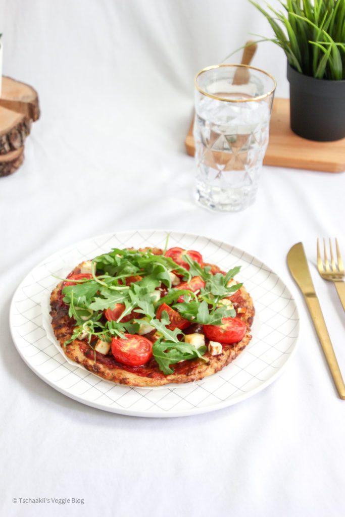 Karfiol Pizza, Blumenkohl, vegan, fitness, wenig Kalorien, ohne Ei, rein pflanzlich, gesund, schnell lecker